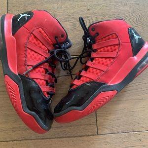 NIKE AIR JORDAN Aura red basketball sneaker kids 5